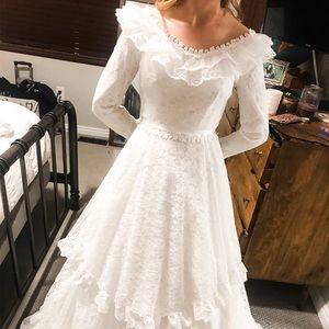 Vintage style wedding dress.  Size 0-2.